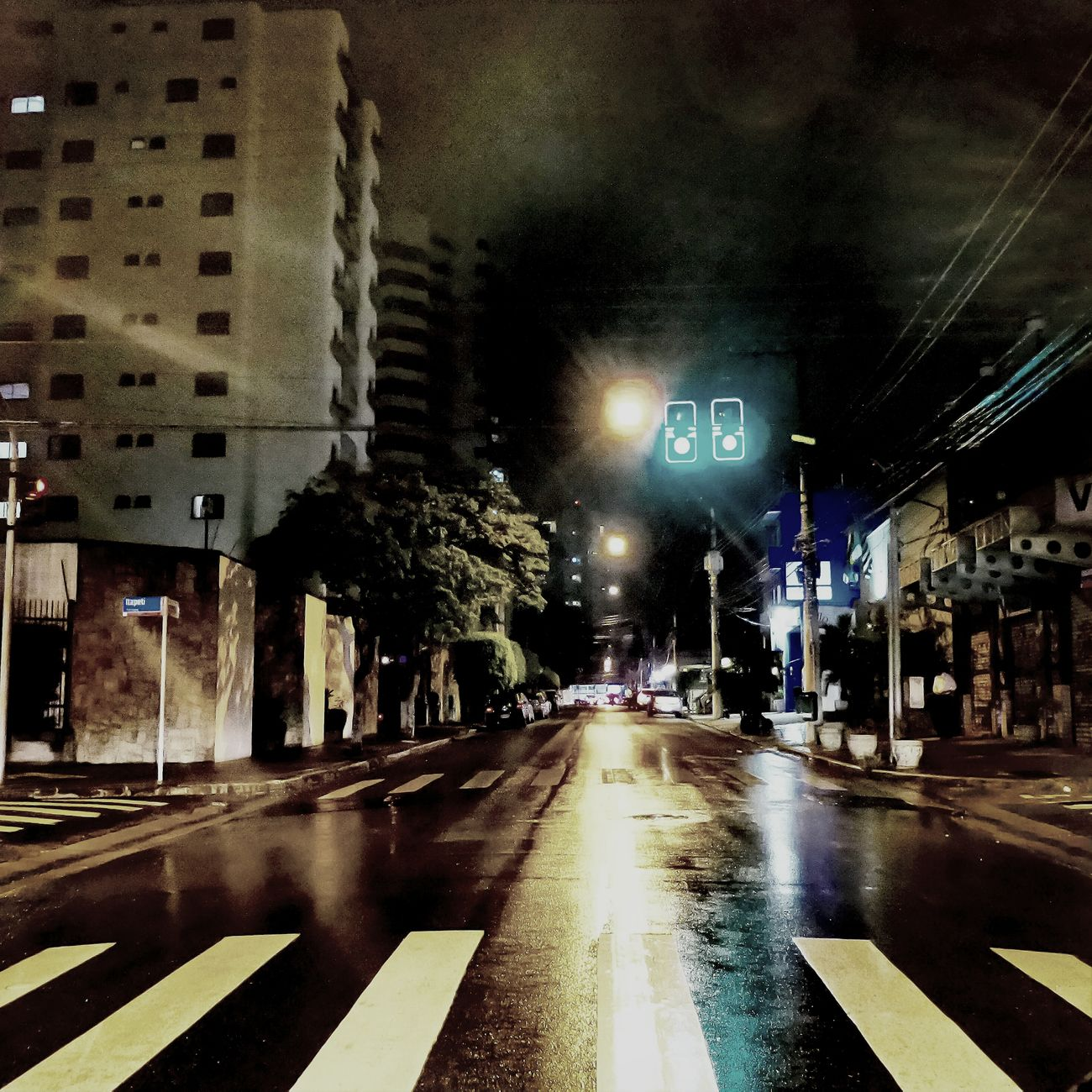 Pela noite do Tatuapé. Rua Apucarana. Vivatatuape Analiafranco Tatuape