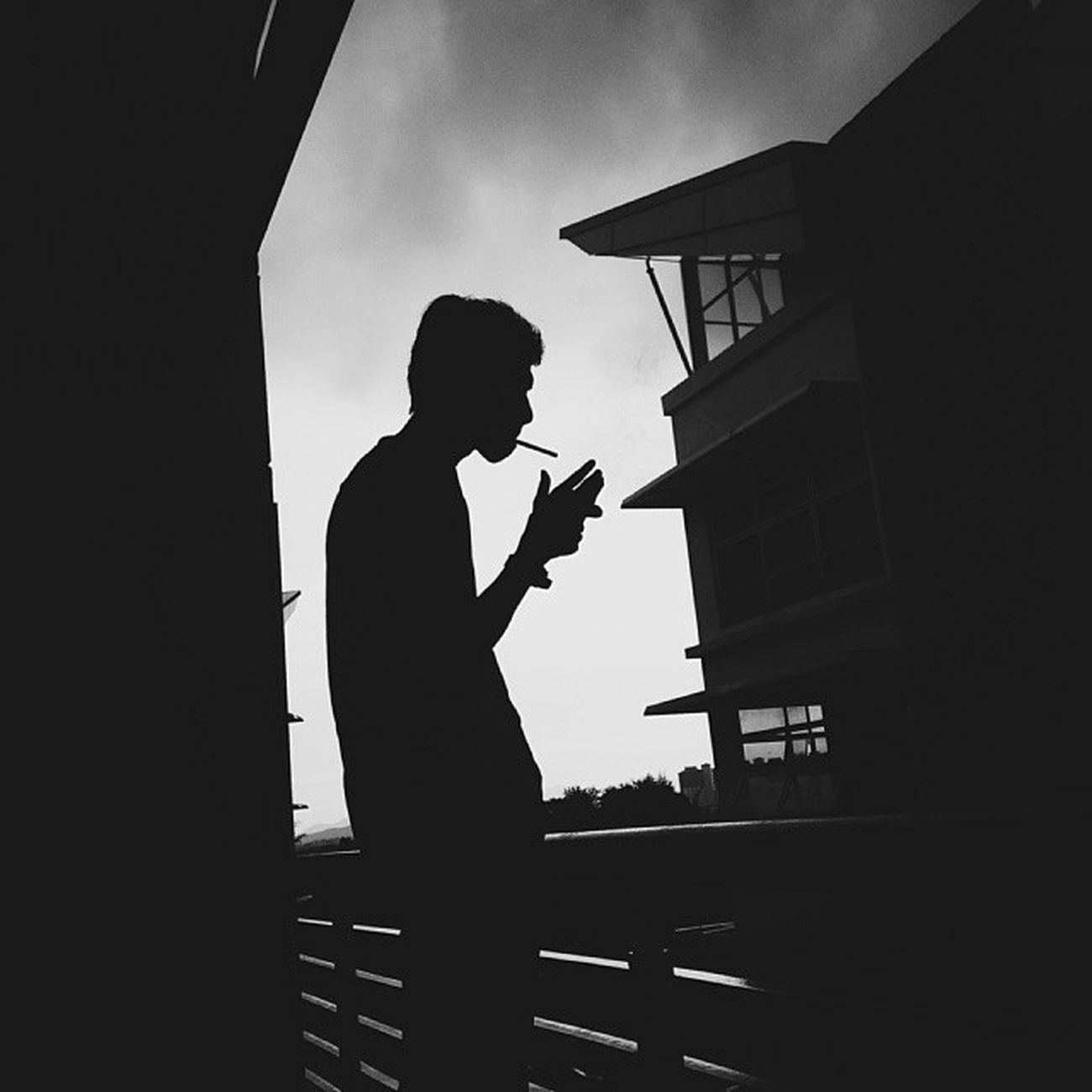 Smoke break. Photo by @nzrl VSCO Vscocam Vscogrid Acahacah