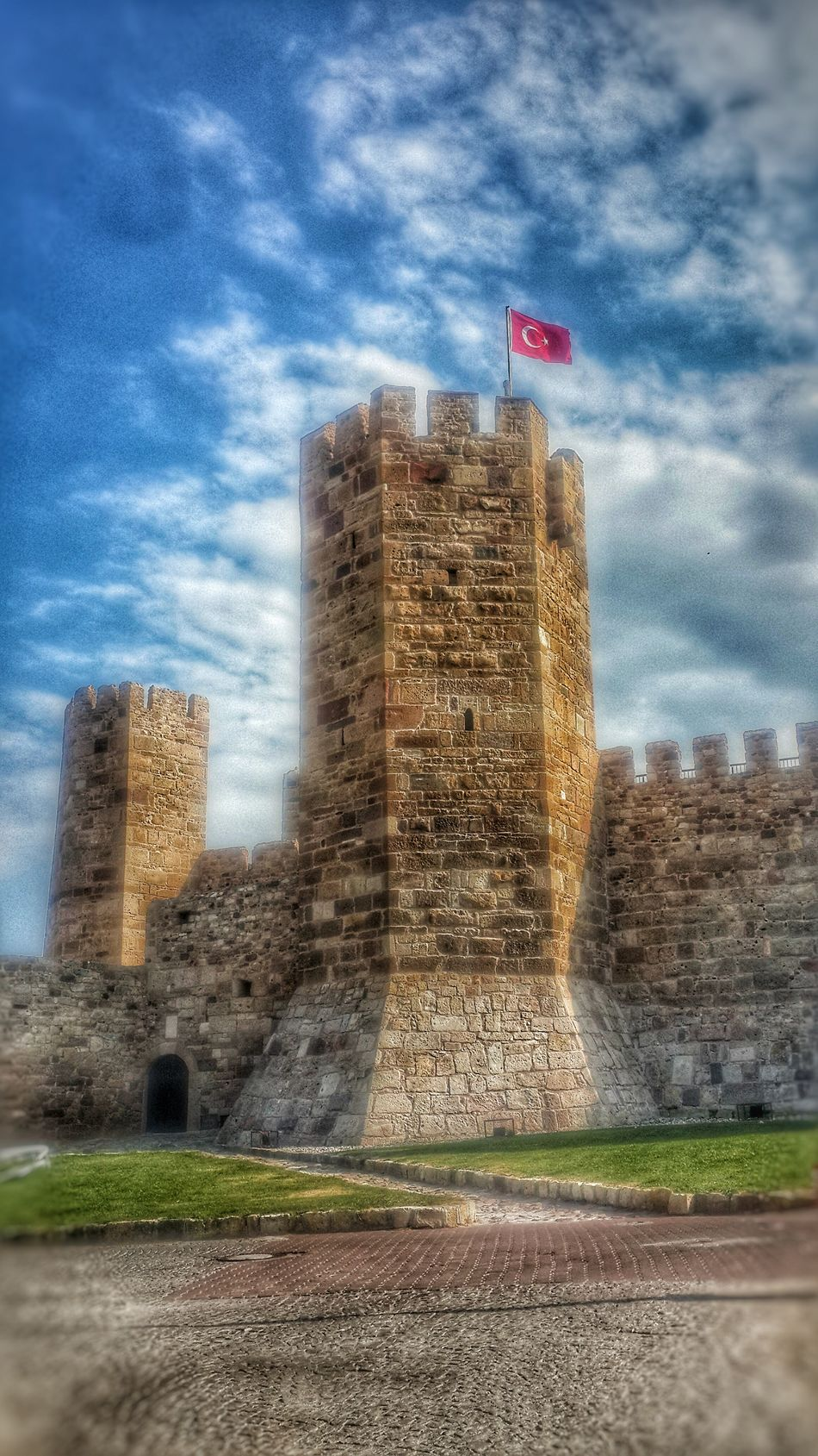 Architecture Tower Hdr Collections Hdrepublic No People Sky Hello World Mycity Cityscapes Popular Photos Today's Hot Look Türkiye Lanscape Photography Izmir Landscape Cloud And Sky Cloud_collection  Castle View  Türkei Cerablus Flag Taking Photos Hi Modern EyeEm Best Shots