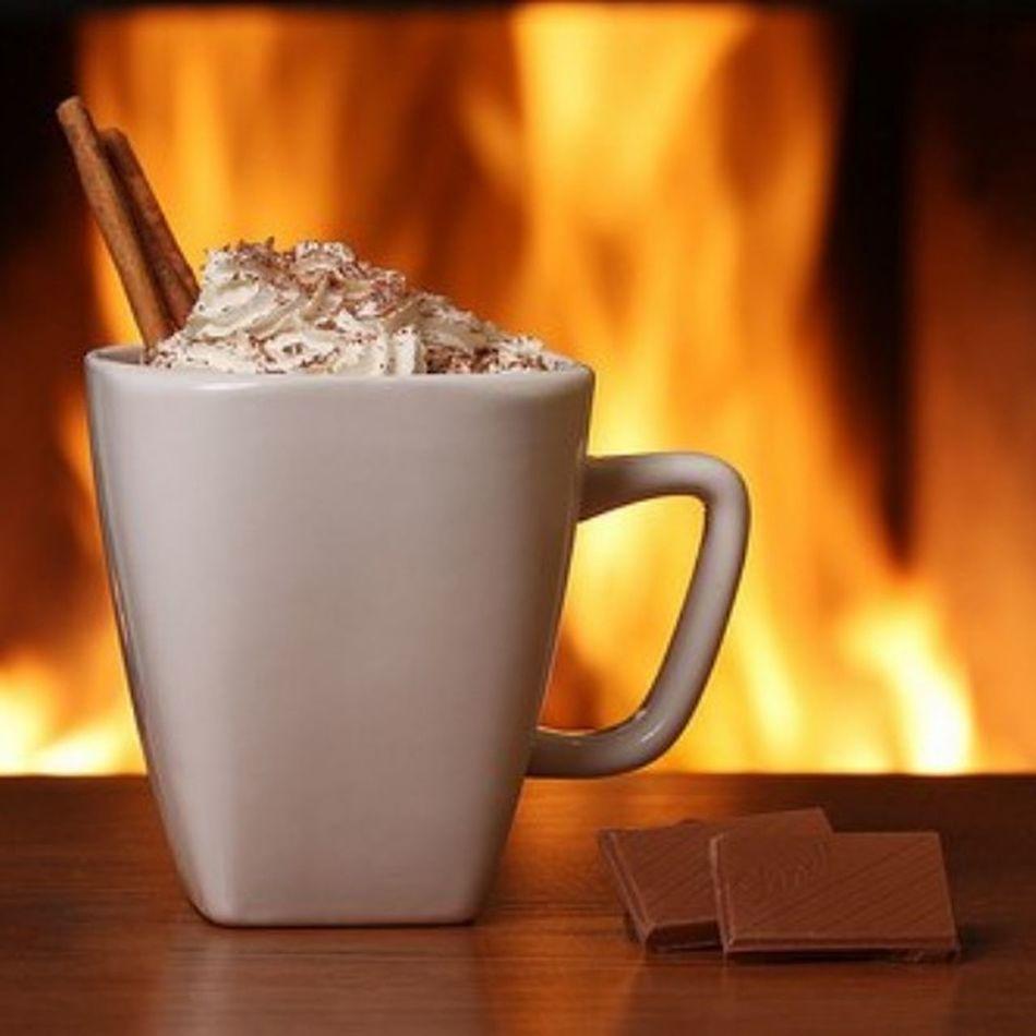 Я хочу пожелать вам маленьких радостей. Чашку ароматного кофе, сваренного не вами. Неожиданного телефонного звонка от старого, доброго друга. Зеленых светофоров по дороге на работу или за покупками. Желаю вам приятных мелочей, от которых радуется душа!