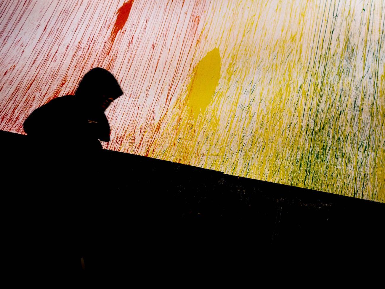 Minimal Streetphotography Colors Silhouette People One Person Streetphotography Streetphotographer Hamburg Reeperbahn