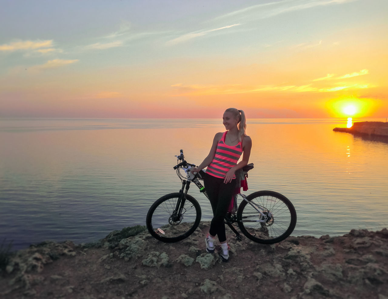 Me with my 🚲 One Person Landscape Huawei Honor6 Huawei Honor 6 Bicycle Sunset Horizon Over Water Sea Beauty In Nature Nature Outdoors Sky Water Sevastopol' Севастополь Russia Cremea Sevastopol  Tourism Beauty In Nature Adventure Vacations Nature