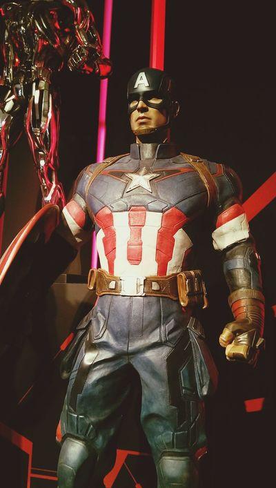 Hot Toys Taking Photos Avengers2 Captainamerica Marvel