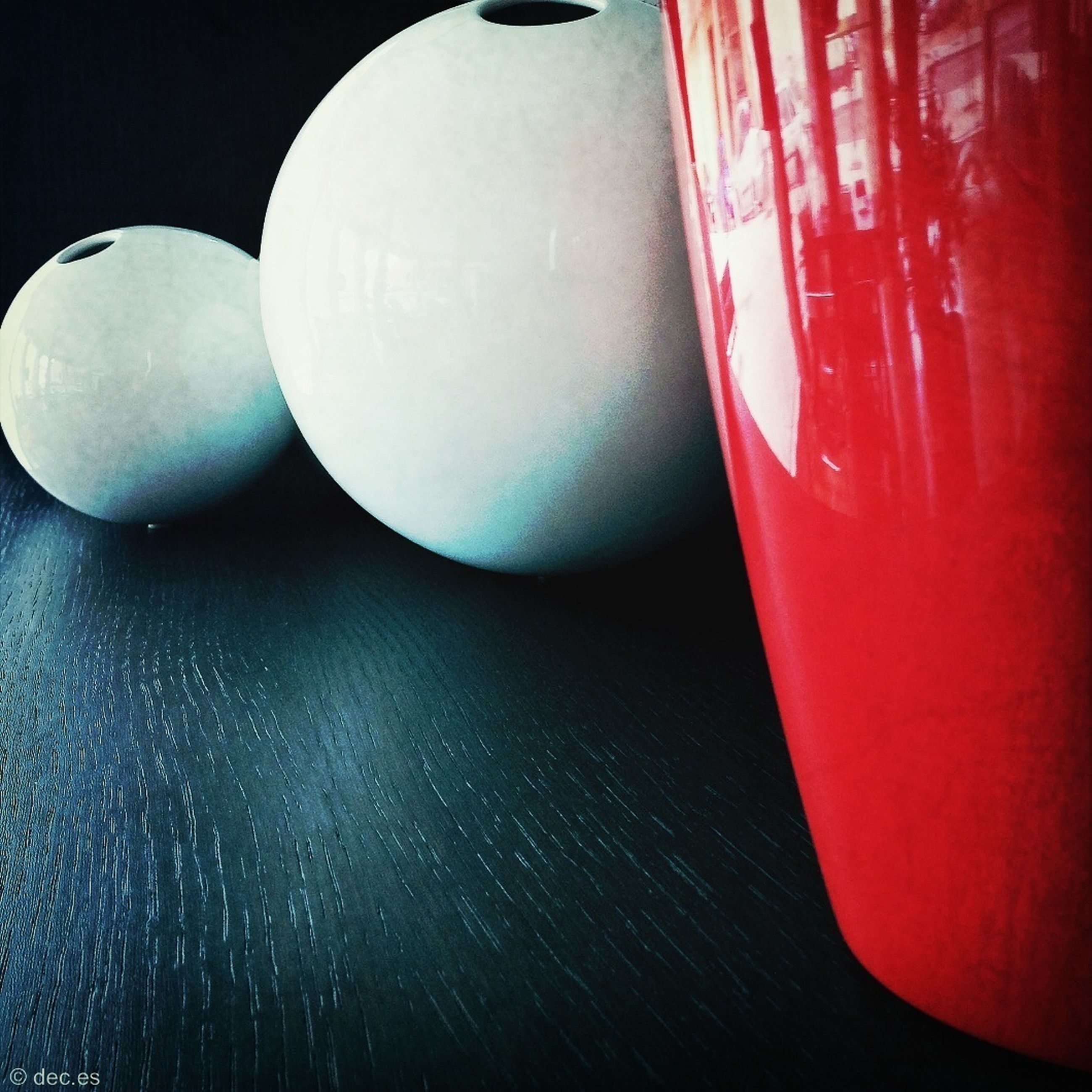 indoors, red, close-up, still life, no people, reflection, table, circle, white color, studio shot, sphere, shape, single object, copy space, group of objects, day, sport, water, waterfront