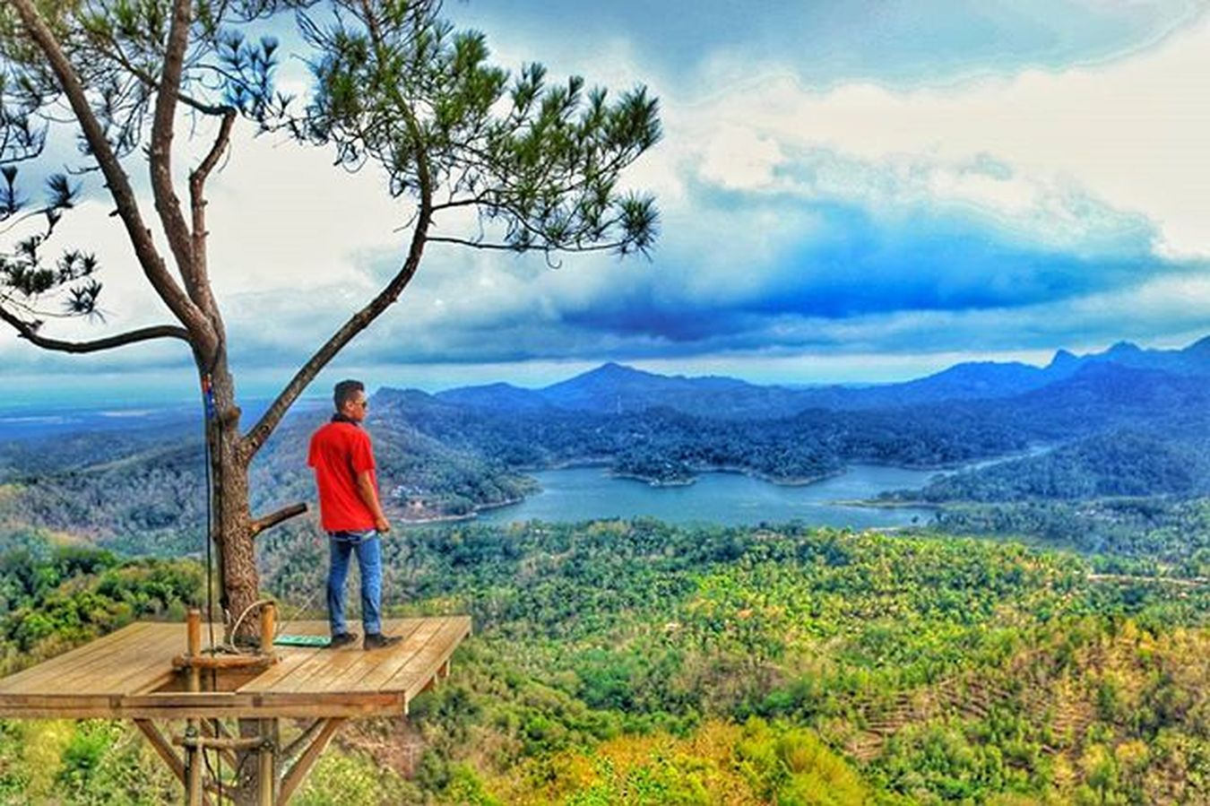 Never arrogant with what you got. Bcause however high you stand still higher than you, and the beautiful sky above there's heaven more beautiful😊☁ Explorejawatengah Kalibiru Kulonprogo Indonesiaindah Hdreffect
