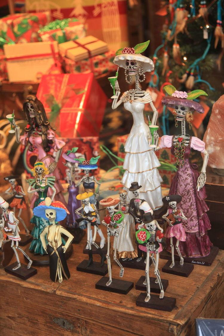 Dia de los Muertos Catrinas And Catrins Day Of The Dead Day Of The Dead Festival Day Of The Dead Skull Dia De Los Muertos La Catrina  Mexican Folk Art Muertos Muertos Art Figures Skeleton Skeleton Dolls Skeleton Figures Store Display