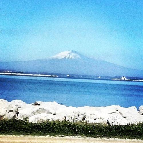 O Monte Etna assiste a tudo. MarMediteraneo Mediteraneo Sea Landscape sicily italy vulcano