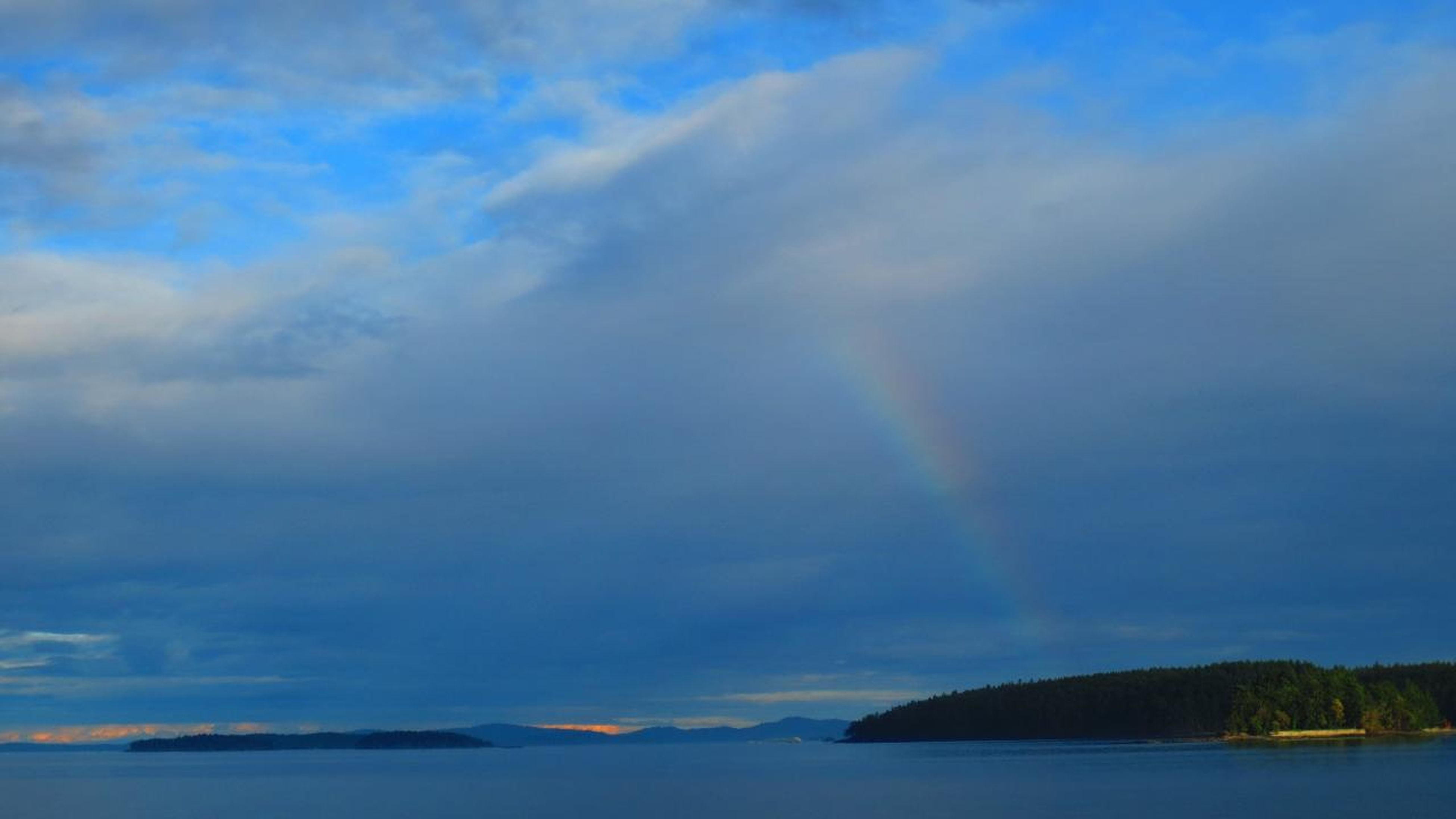 went to Pender Island:) This is the picture when I was taking ferries n after the rain<3 There is really full of nature, I love everything in there... I'll definitely go there again!! 知り合いとペンダーアイランドていう小さな島に行って来ましたー!!フェリーに乗ってる時に虹を発見!ペンダーアイランドは自然に囲まれてて、全てが最 Rainbow EyeEm Nature Lover EyeEm Best Shots I Look To The Sky