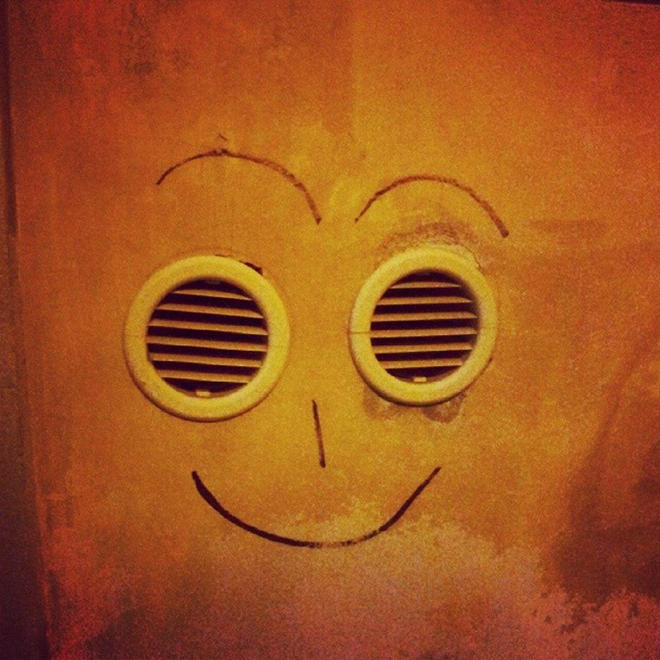 Smile Roma Rome Rione monti wall