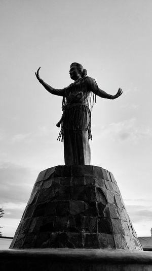 Patung Black & White Makassar Imdonesia PhonePhotography