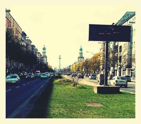 Sunday at Frankfurter Allee by lupics