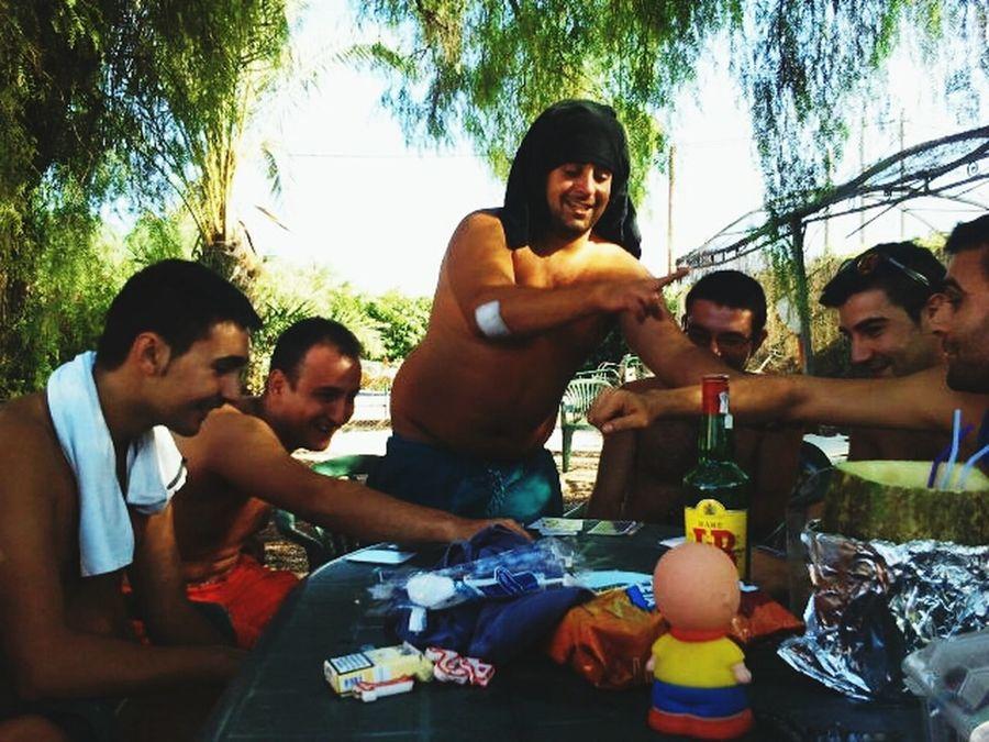 Jugando a las cartas y pillandola todos un pokoo jajajak GENTEDEALICANTE Floortraits Amigos And Mii Veranito 2014