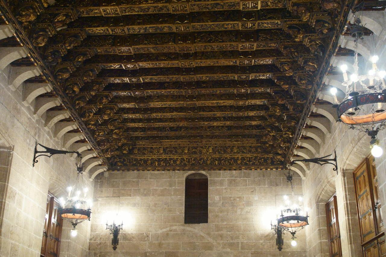 Lonja de la seda, Valencia Architecture Columns Interior Design Lonja De La Seda Palaces Spagna Storic Center Valencia, Spain