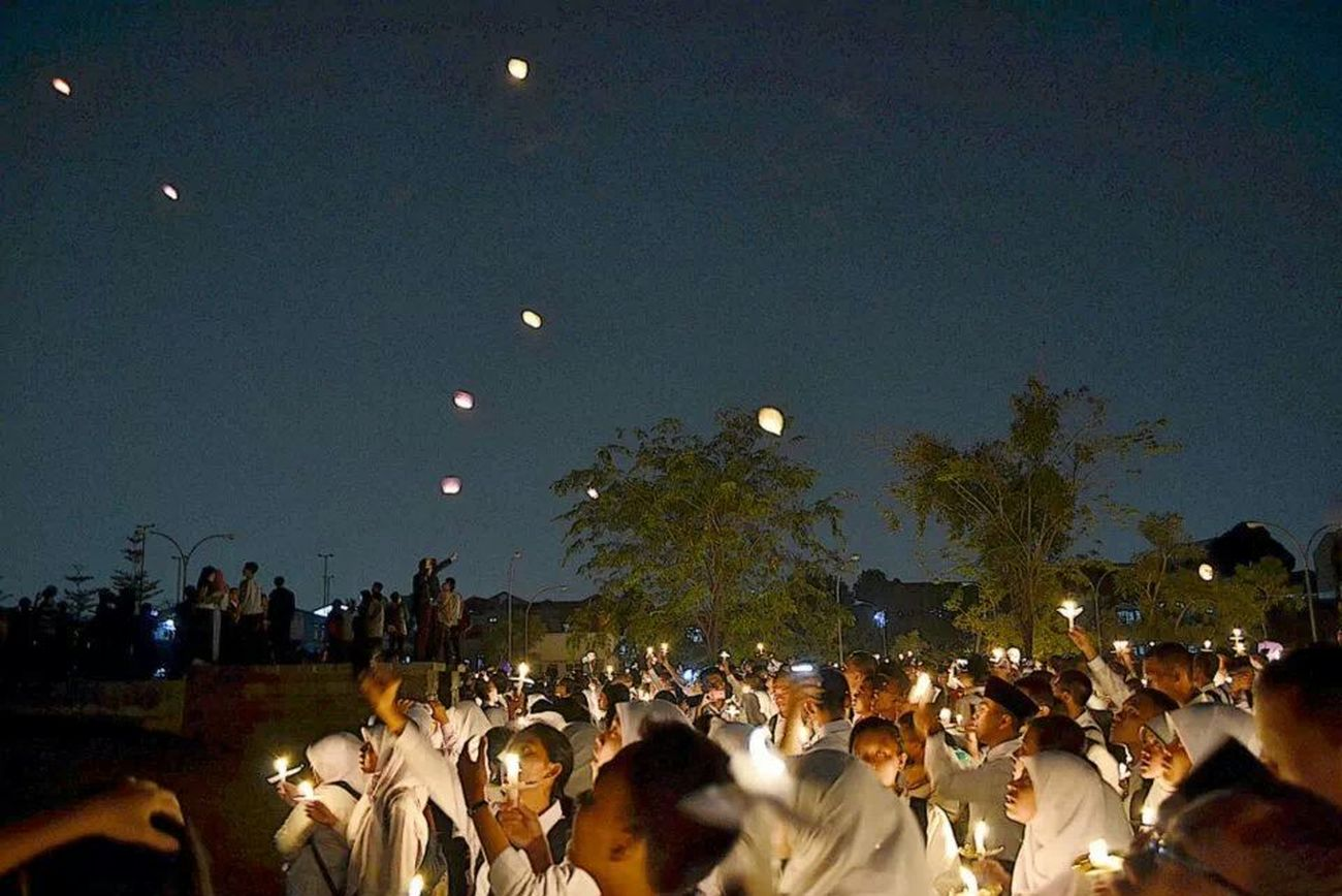 we are here... Together. one dream, one vision and one purpose at one sight Nightphotography Skylantern We Are The In Crowd College Life