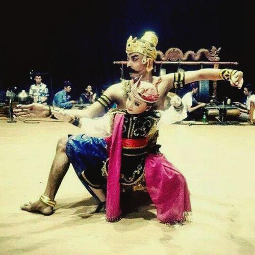Traditional java dance