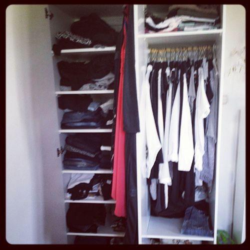 Efter att ha rensat ur ca 40 tröjor så ser vi vad jag gillar :-) Svart Vitt Gr ått Tr åkig :-)