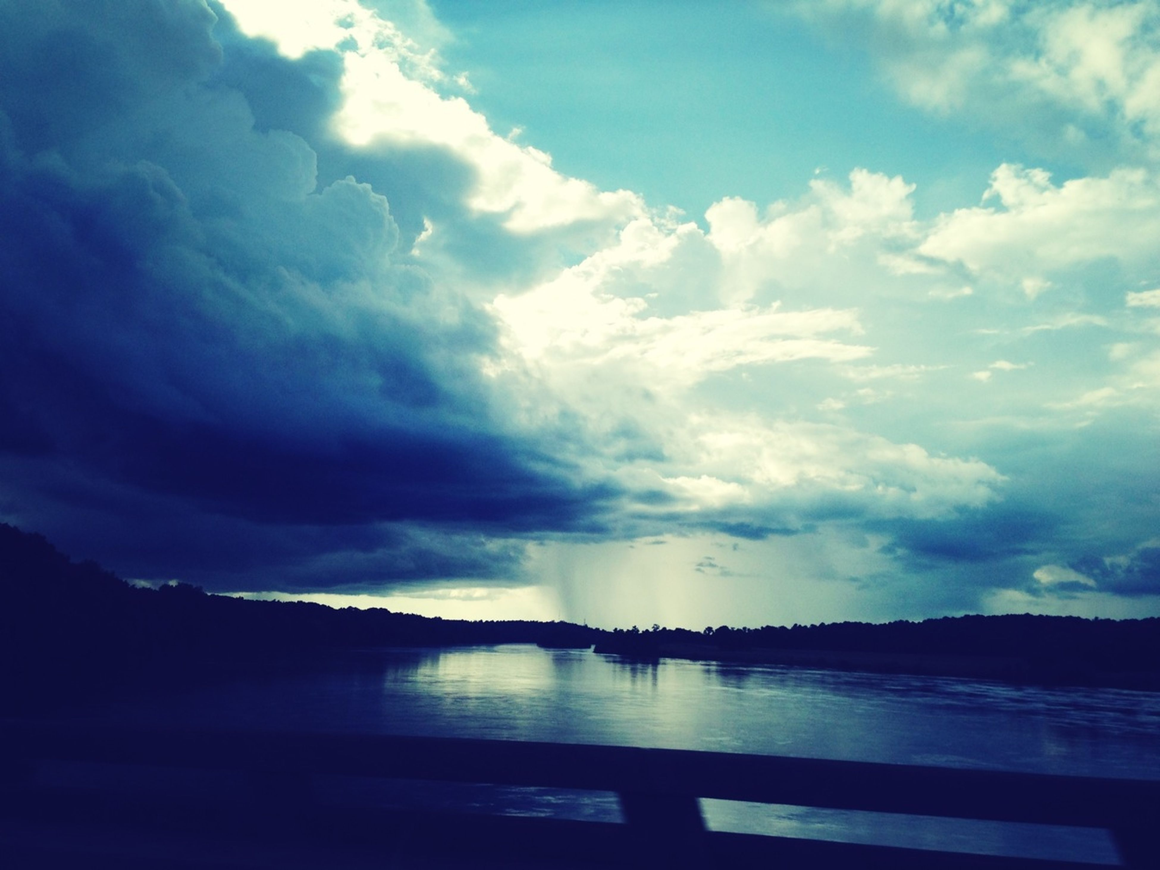 sky, water, cloud - sky, scenics, tranquil scene, tranquility, cloudy, beauty in nature, cloud, nature, lake, sea, weather, silhouette, idyllic, reflection, calm, river, overcast, dusk