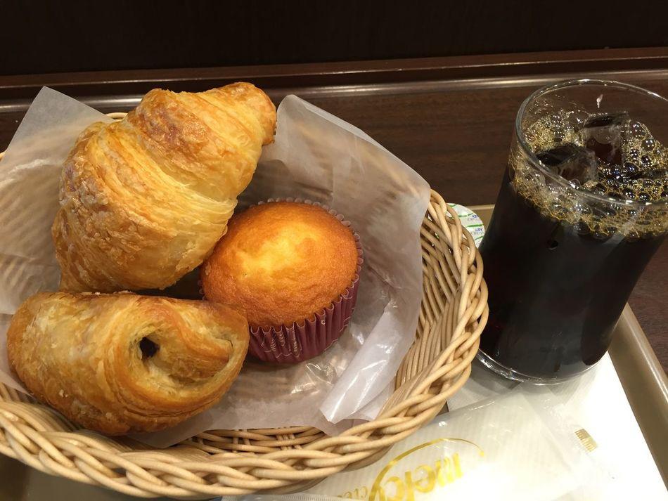 パンとアイスコーヒー