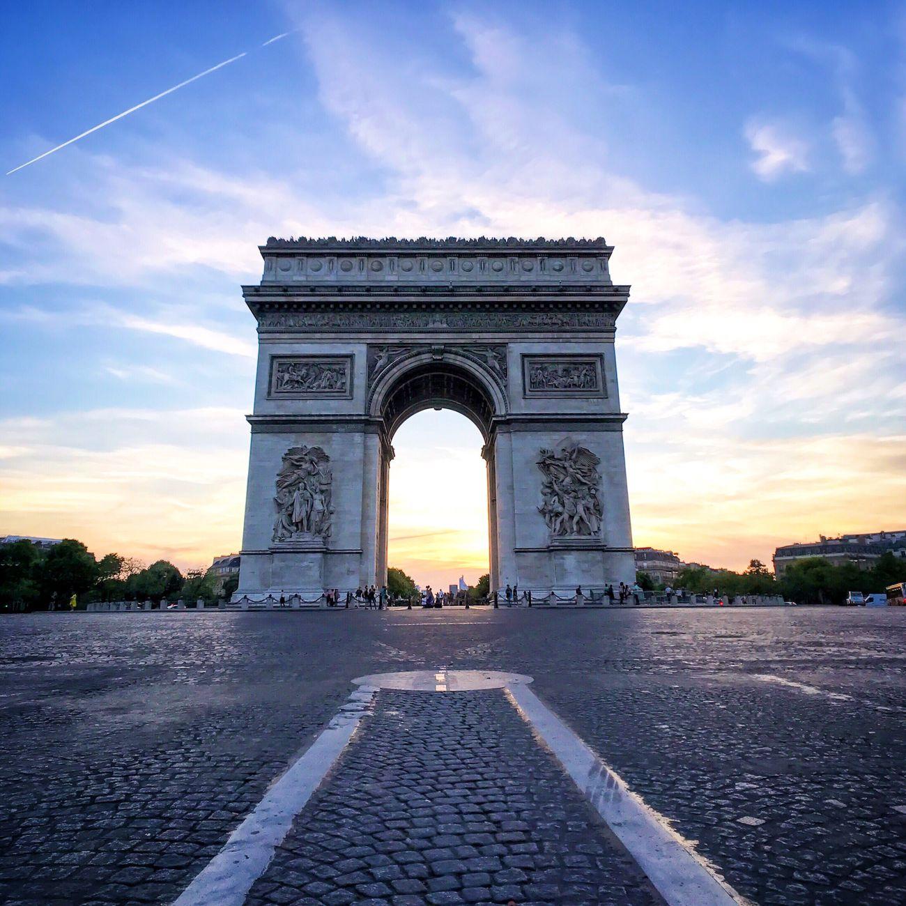 Paris Sunsets! Bonsoir Paris! Architecture Sunset Paris EyeEm Best Shots Parisweloveyou Photooftheday Eyem Best Shot - Architecture Paris ❤ Cloud - Sky Architecture Sunset_collection
