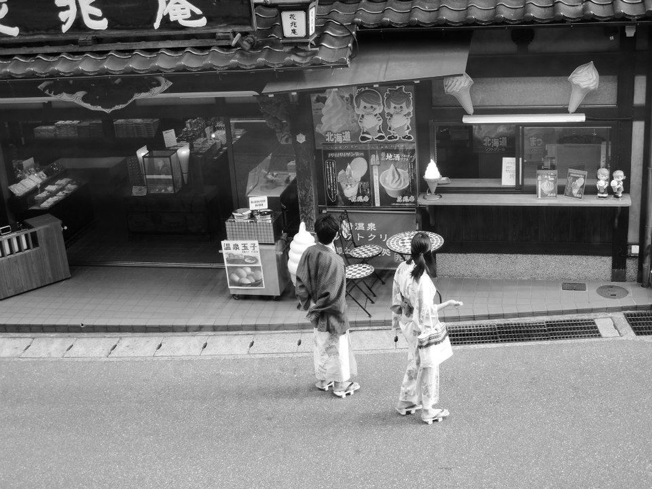 Japan Japan Photography Japanese Culture Japanese Garden Japanese Onsen Japanese Style Japanese Temple Kinosaki Lifestyles Two People Walking YUKATA