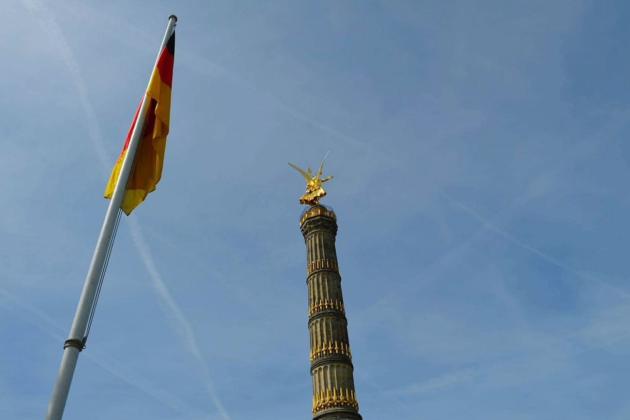 Victorycolumn Berlin Germany germa Flag