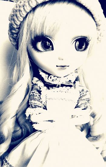 Eat me, drink me, go down the rabbit hole🐰 Pullip Dolls Alice In Wonderland Blackandwhite Photography Doll Doll Photography Alice Pullip Dollface Looking At Camera Beautiful Woman Indoors  Close-up Portrait Beauty Geeky Geekgirl EyeEmNewHere