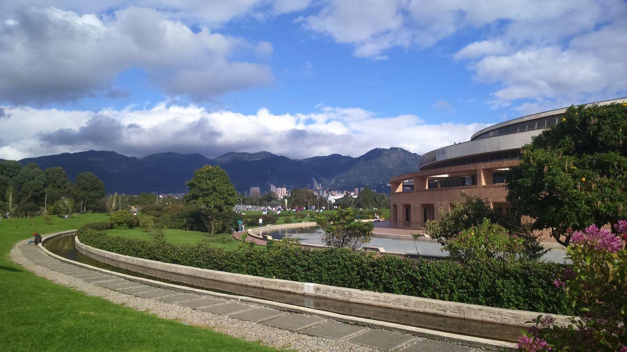 Biblioteca Publica Virgilio Barco Architecture Biblioteca Bogotá Landscape Salmona Sky