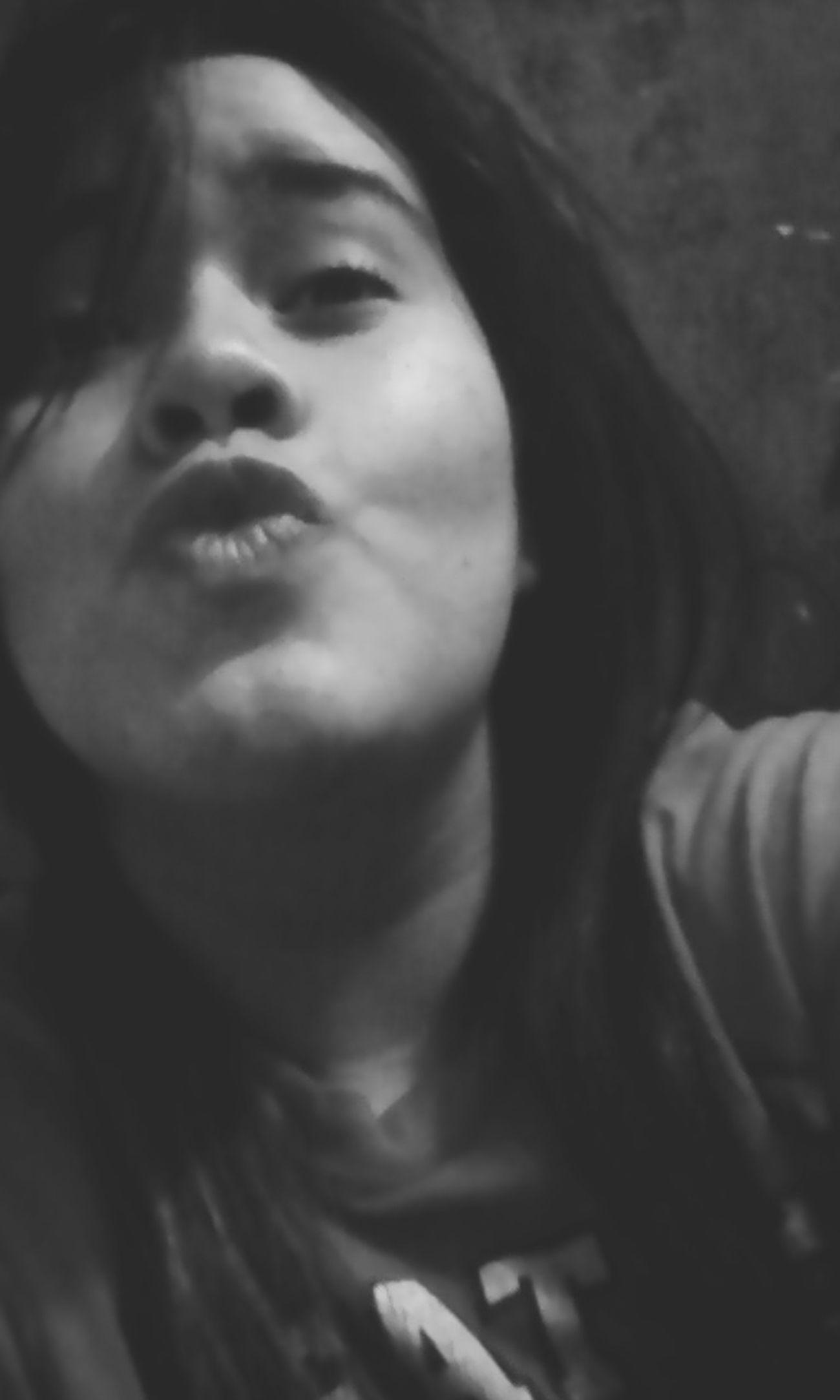 Blancoynegro Ojitos<3 Besos :* Cabello♥
