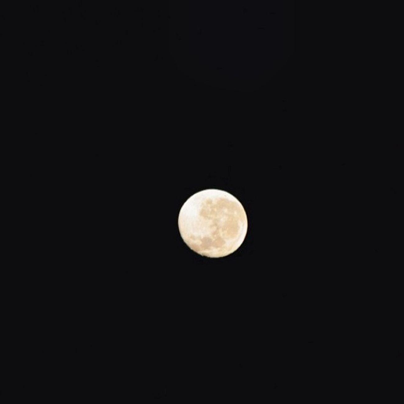 The Moon looks amazing tonight ! Sobig Almostcrashesintoanothercarlookingatit