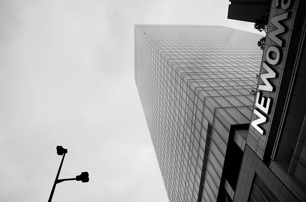 NEWoMan Shinjuku Hanging Out Monochrome Blackandwhite Urban Exploration Streetphotography Street Photography Streetphotography_bw Tokyo,Japan TOWNSCAPE Showcase July Tokyo Street Photography Architecture