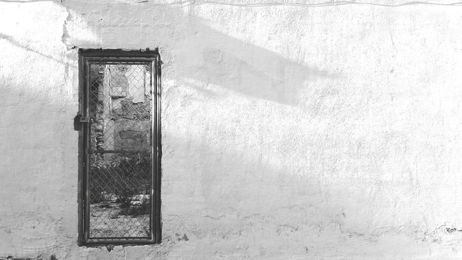 Shadow White Wall Art Gallery Ruin Street Art Urban Photography Barrio De Santa Cruz Alicante, Spain Old Buildings Demolition Ruins Architecture Ruined Building Door Closed Door Doors Old Antique Retro Black And White Street Photography Urban Exploration Urban Alicante Doors Lover Vintage