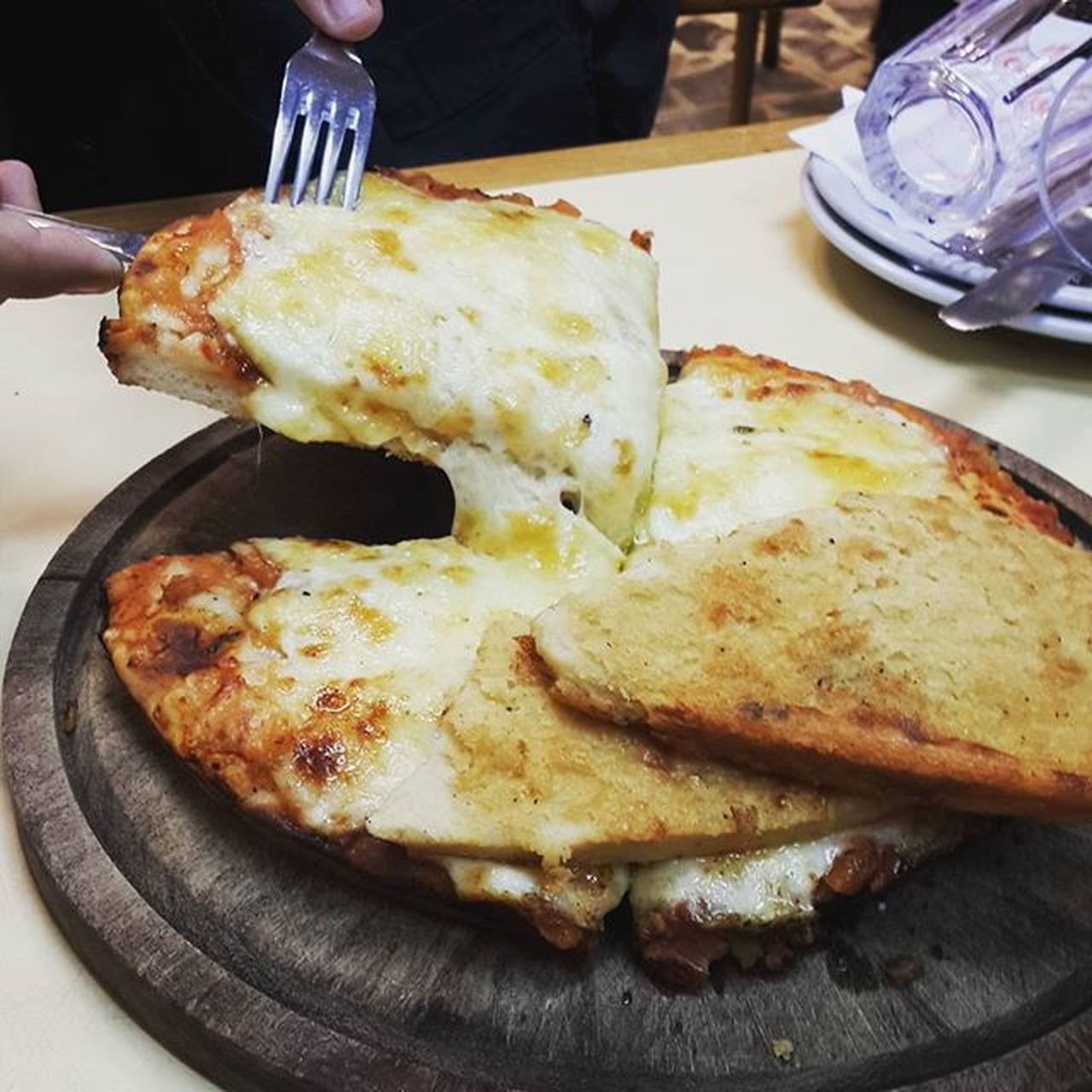Pizza de Güerrin! Pizza Bestpizzaever Pizzeriaporteña Callecorrientes Cheese Muzzarella Excelente  Quebiensecome Nofalla Foodie