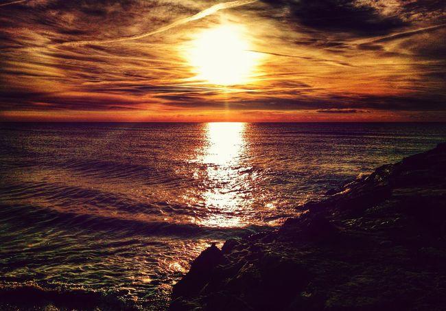 Paseando por la playa.....pensando..... Sunrise_sunsets_aroundworld Magnifique #Photo ! Taking Photos EyeEmbestshots