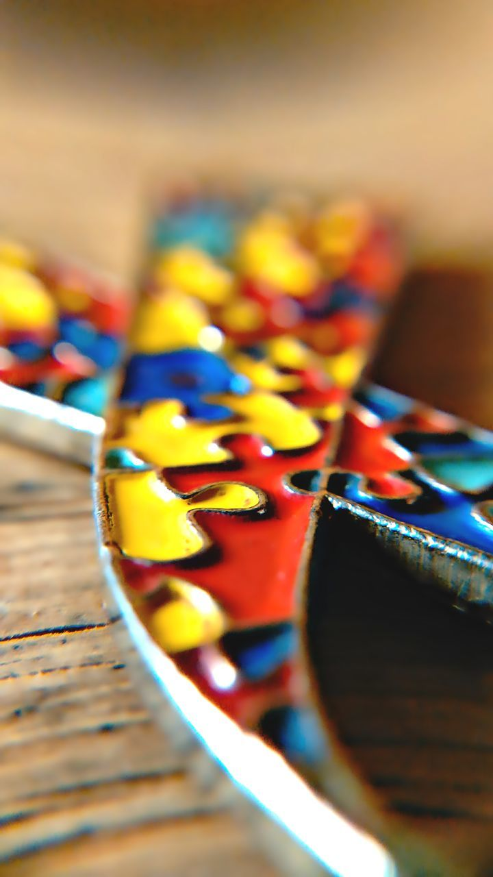 table, multi colored, in a row, selective focus, indoors, close-up, no people, arrangement, sweet food, food, day, ready-to-eat