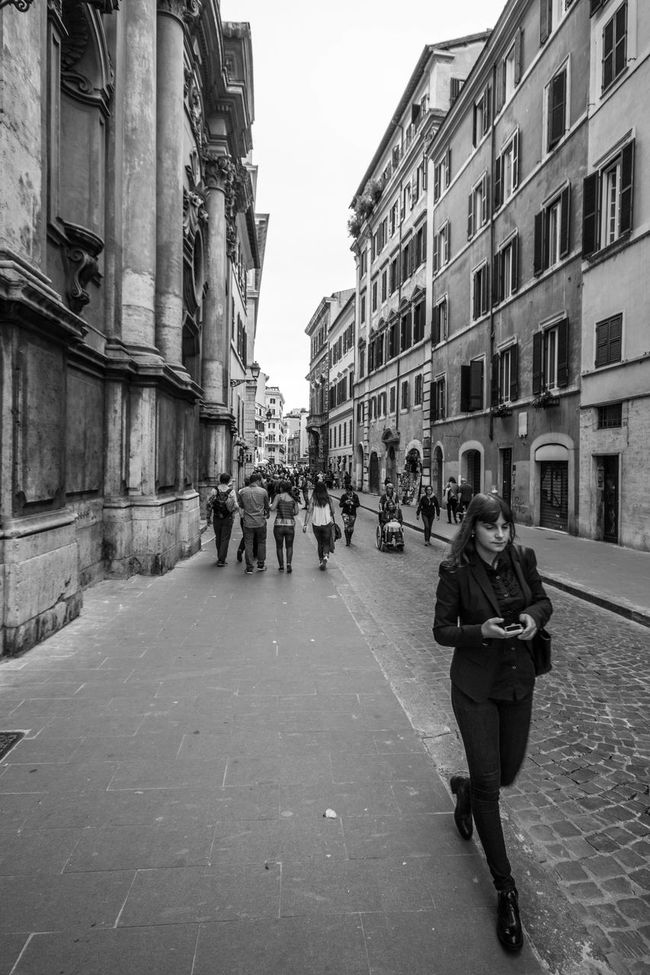 Architecture B&w Street Photography Black & White Black And White Black And White Photography Blackandwhite Blackandwhite Photography Building Exterior Real People Roma Rome Rome Italy Street Street Photography Streetphoto_bw Streetphotography Vertical