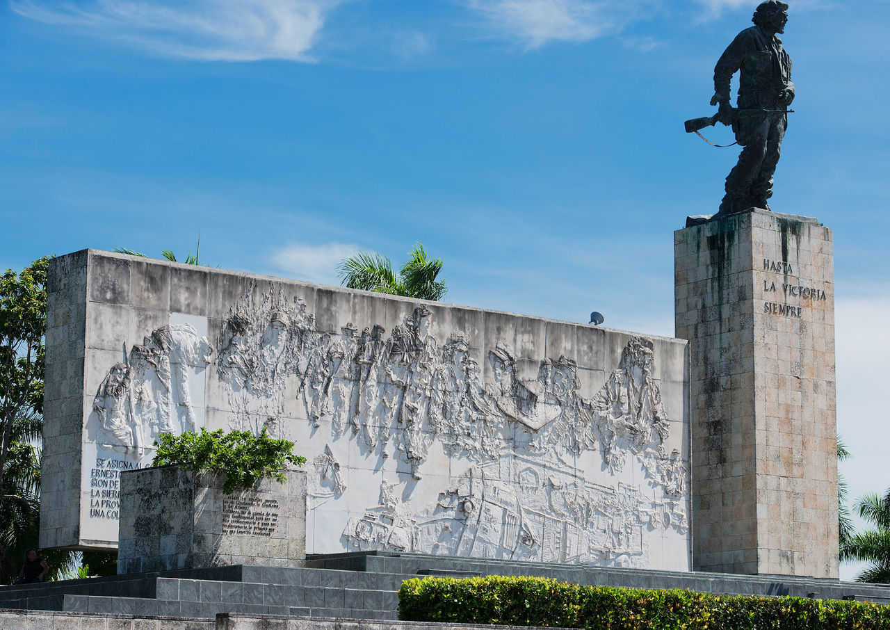 The Che Guevara Mausoleum in Santa Clara, Cuba Che Che Guevara Cuba Day Death Fidel Castro Grave Monument Holiday Killed Ernesto Rafael Guevara De La Serna La Higuera Marxist Revolutionary Mausoleum Outdoors Physician Rebel Army Santa Clara Sky The Cuban Revolution