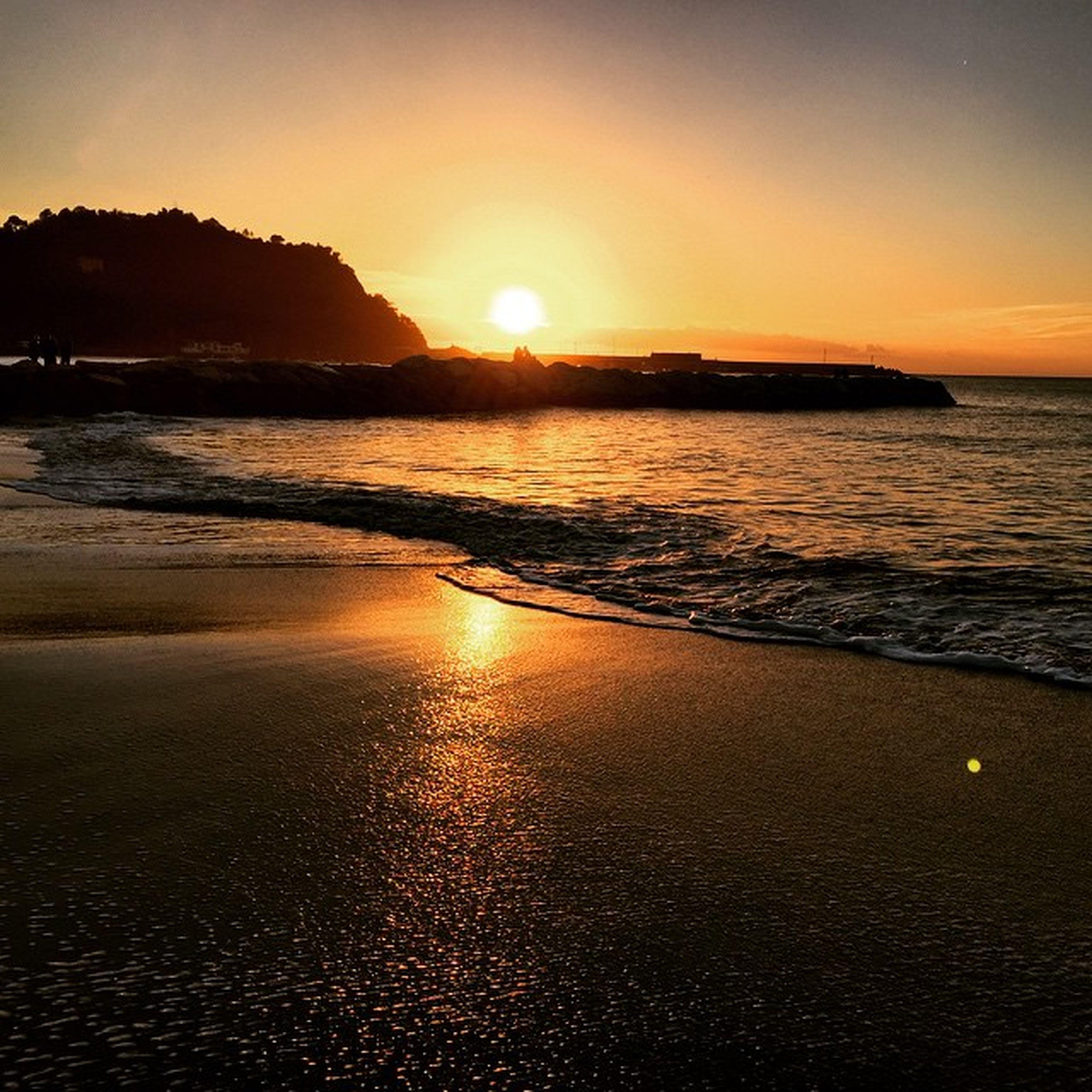 sunset, sea, water, sun, beach, scenics, tranquil scene, beauty in nature, orange color, horizon over water, tranquility, reflection, shore, sky, idyllic, nature, wave, sunlight, silhouette, coastline