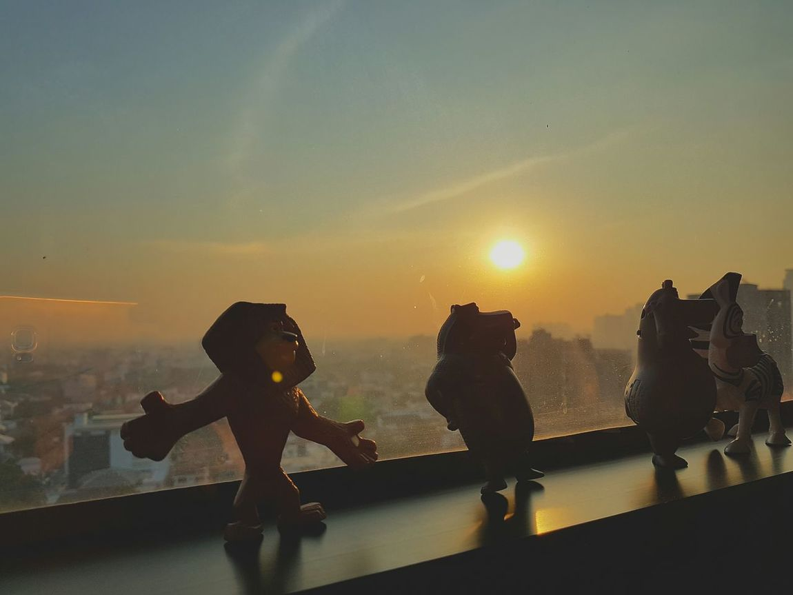 Hey what's up!? Long time never post.... It was in the morning time... The light and sun raising was very amazing. S7edgethailand Bangkok S7Edgecamera Nt.life Newtonphotograph SunriseinThailand Building