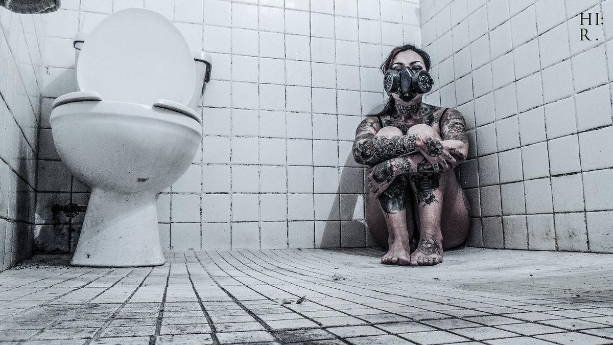 Delectable Darkness Tattoo ❤ Tattoo Girl Tattoo Girls Are Beautiful Creepy Bathroom Pic