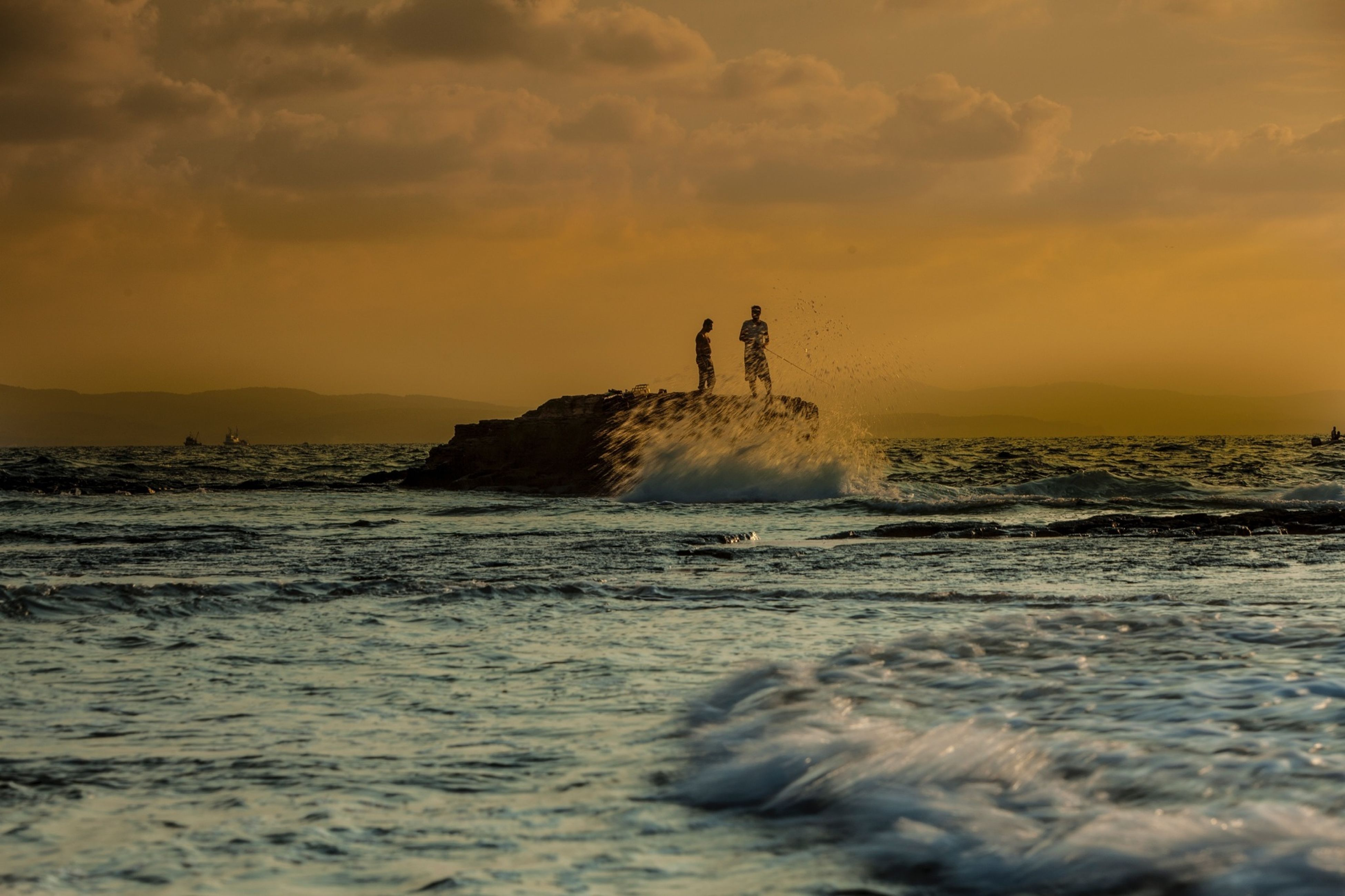 sea, water, sunset, wave, horizon over water, sky, scenics, beach, beauty in nature, silhouette, leisure activity, lifestyles, waterfront, tranquil scene, nature, men, shore, surf