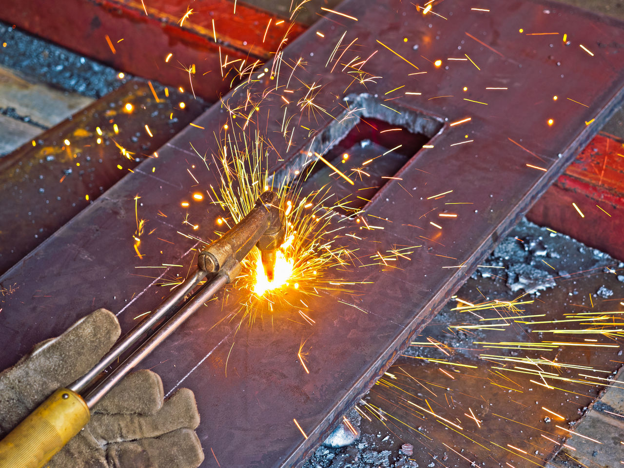 cutting Illuminated No People Torchgas torch Industry Metal Industry Outdoors Night Golf Club Close-up Gas metal Iron - Metal Hot Cutter Metal Work Hot Work Oxygen Plate