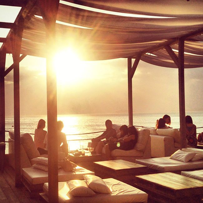 Sunset Horizon Over Water Sitting Sea Relaxation Seascape Tranquil Scene Tranquility Orange Color Solitude Peaple Seaside Cafe Cafe Time Sea View Beach Life Sunbeam Sunshine Silhouette Bright Scenery Landscapes Sail Sofa Wood - Material
