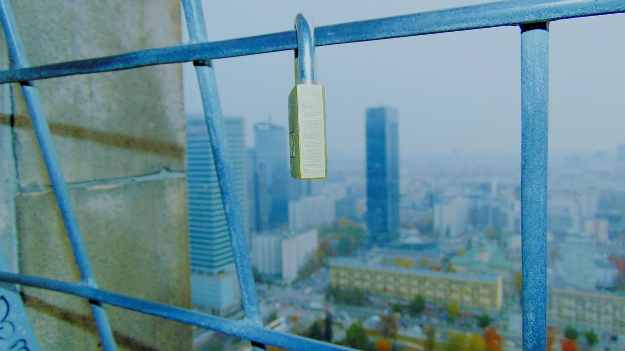 railing, metal, focus on foreground, no people, padlock, built structure, architecture, day, outdoors, water, close-up, nature, city