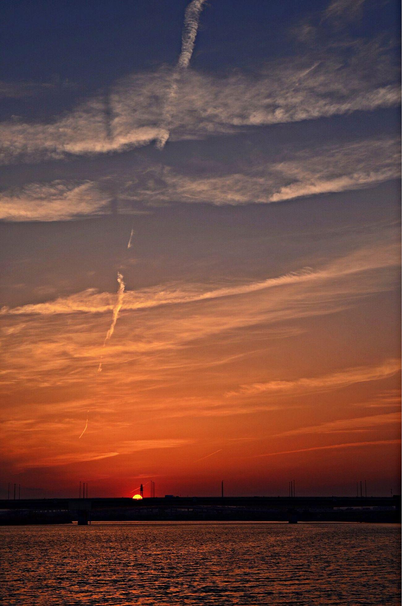 いつもの場所から。夕陽をどうぞ? というか、こっちで初投稿 Sunset 夕陽 川 Liver First Eyeem Photo
