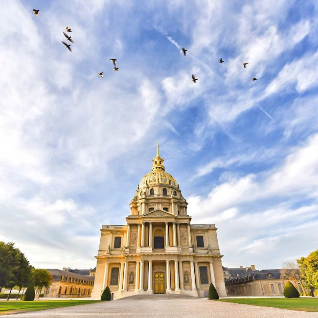 Bonsoir Paris! Good Evening Paris Architecture Bird Sky Cloud - Sky Photooftheday Paris ❤ Parisweloveyou EyeEm Best Shots Paris Eyem Best Shot - Architecture International Landmark Famous Place Clouds And Sky