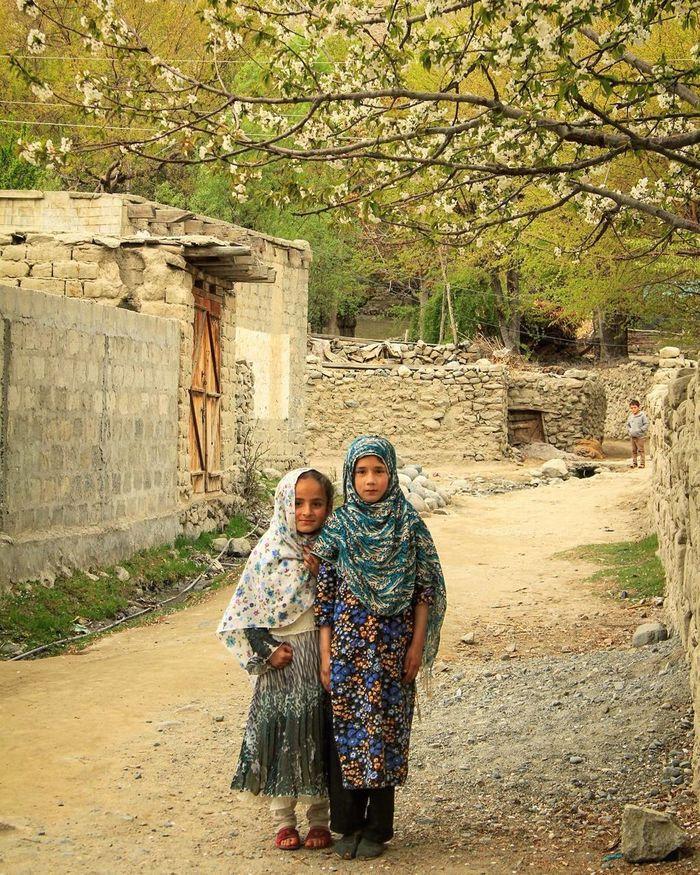 Togetherness Real People Outdoors Tree Warm Clothing Islamabad Muslimgirl Muslim Travel Muslimworld Muslim; Islam; Truefriends Travel Love Friendship Moto X Play Tour Pakistani Traveller Happiness Ramdan_karem