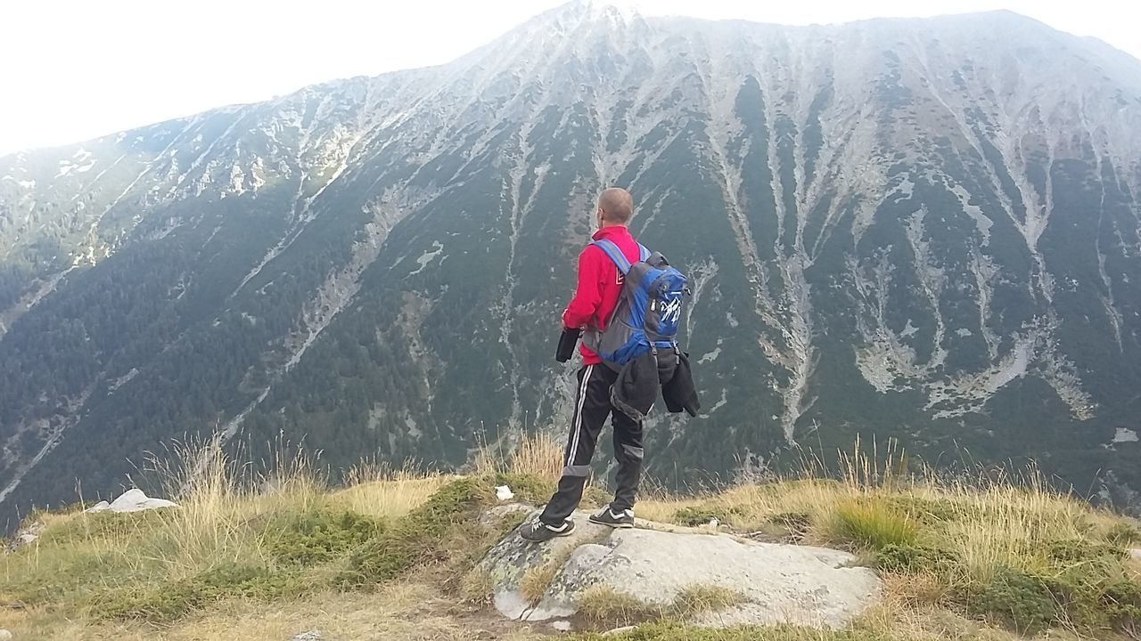 Mountain Mountain Full Length Motion Rear View Nature Mountain Range Scenics Non-urban Scene Beauty In Nature Solitude Tranquil Scene Adventure Outdoors Day Remote Extreme Sports Tranquility Carefree Todorka Peak