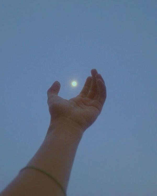 Hand Moon Light Sky Grunge Witchcraft  Grungeboy Alien