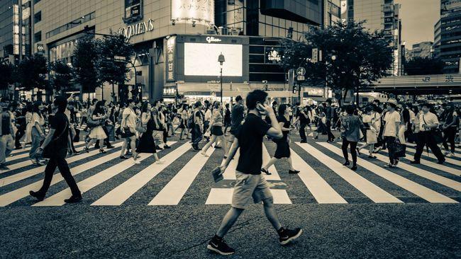scramble Shibuya Tokyo Japan Cultures Shibuya Crossing EyeEm Best Shots From My Point Of View EyeEm Masterclass Urban Exploration EyeEm Best Edits 日本 Monochrome Moment Blackandwhite Feel The Journey EyeEm Gallery Eyeemphoto Found On The Roll Eyeem Market Walking Around Cityscapes Streetphotography LEICA Q On The Way Japanese Culture