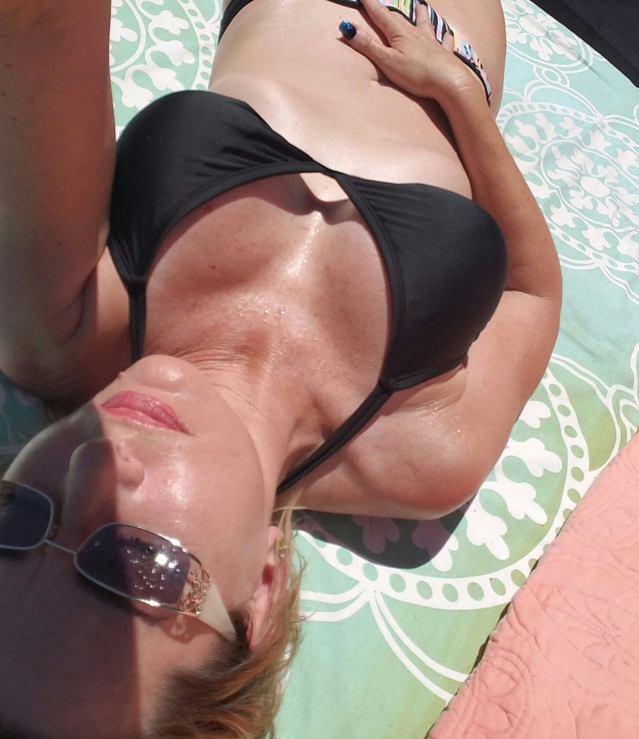 Noedit Hello World Relaxing For My Friends That Connect Enjoying Life Thatsright Thingsthatmakemesmile THESuNiSSHiNiNG Naturelovers Summer ☀ Older Woman Enjoying Life Thatsallineed Eating Healthy Lifeisbeautiful Pooltime Take A Break Upfromthesky